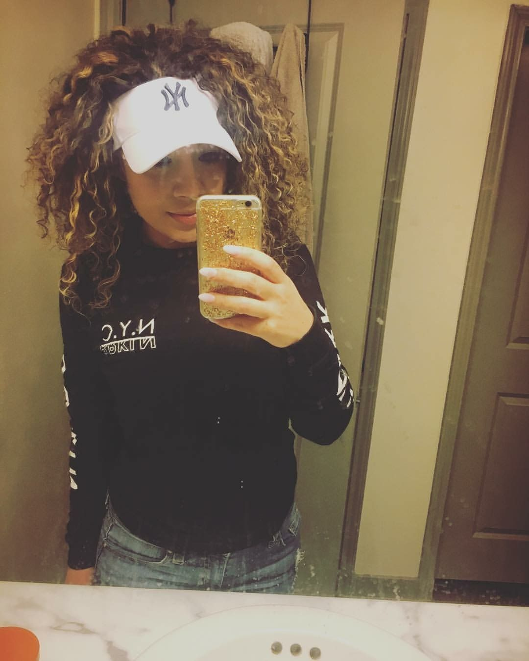 ee2538887 Pin by Monica Santos on Visors with curly hair in 2019 | Curly hair ...