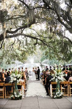 Gorgeous Ceremony In Forsyth Park Savannah Ga Savannah Wedding Venue Savannah Chat Savannah Wedding