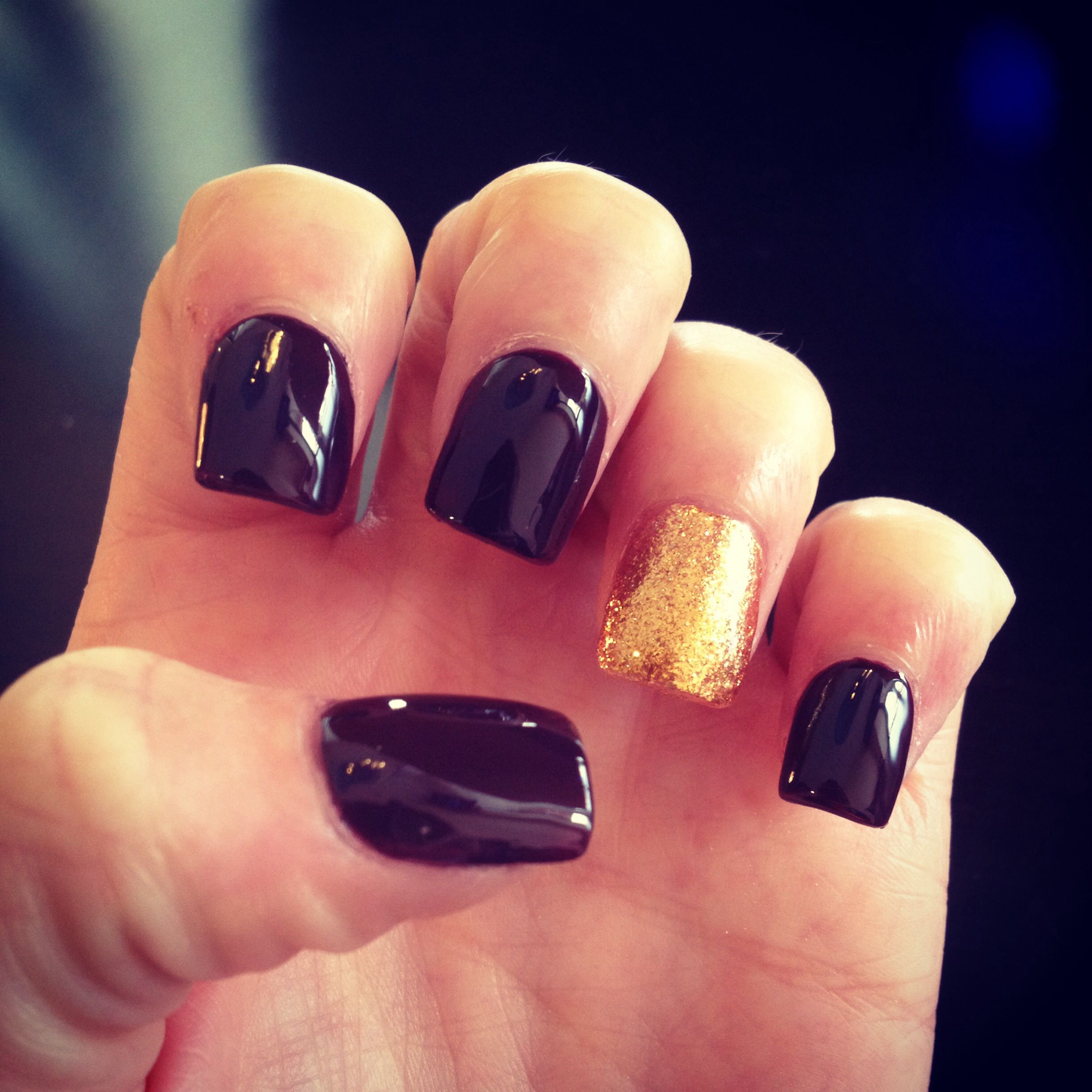 deep purple nails with a gold accent | nails | Pinterest | Purple nail