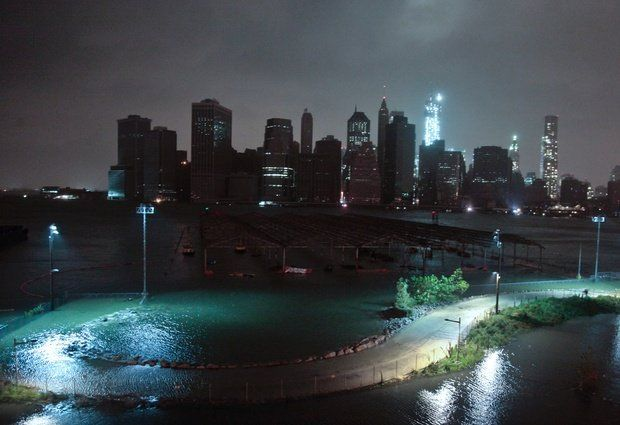 Mammoth storm Sandy plunges NYC into darkness