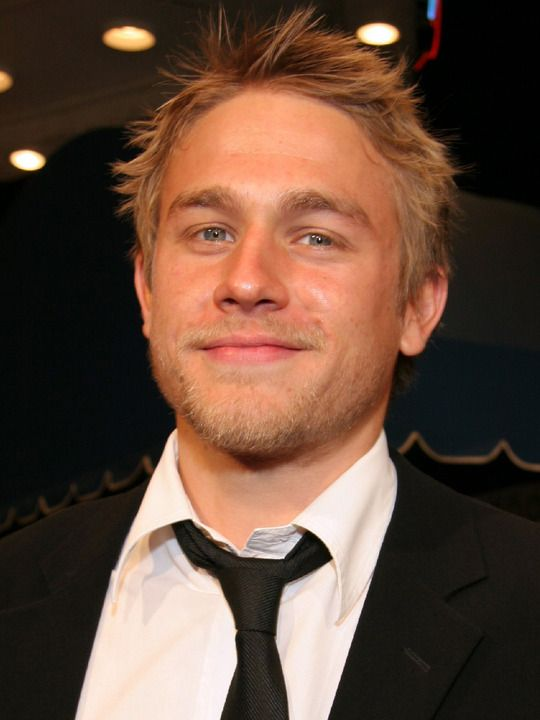 I <3 him. Charlie Hunnam. From the interviewes Ive seen, and how he treats people who want to interview him on the red carpet....He seems like an all around genuinely nice guy. I would love to someday meet him.