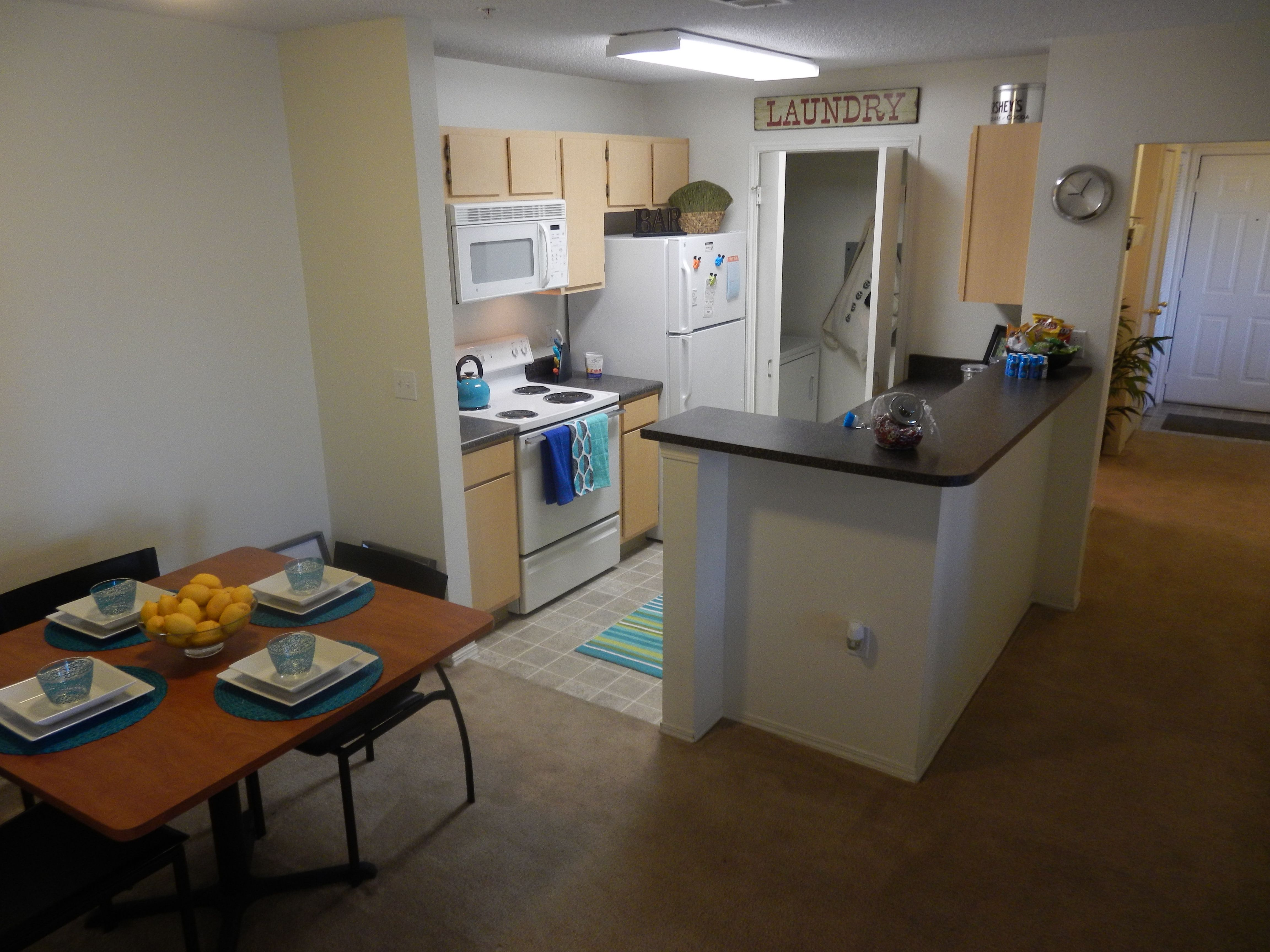 Spacious Kitchen Fully Washer And Dryer Www Ramspointe Com Spacious Kitchens 4 Bedroom Apartments Student Living