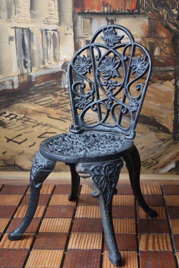 Garden Furniture Very chpt 1: cast iron chair, very popular in garden furniture during