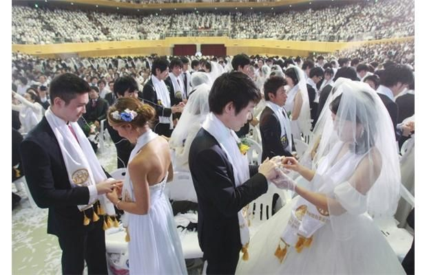 Photos 5000 South Korean Brides And Grooms Marry In Mass Wedding Ceremony