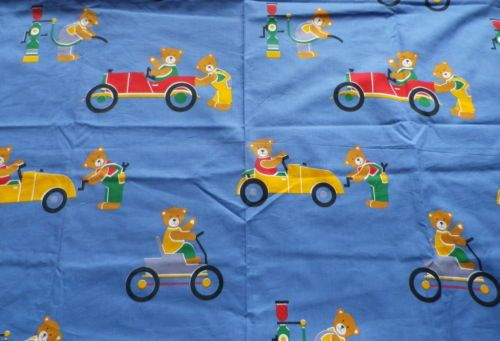 Retro-Cotton-Childrens-Interiors-Fabric-Bears-Garages-Cars-on-Blue