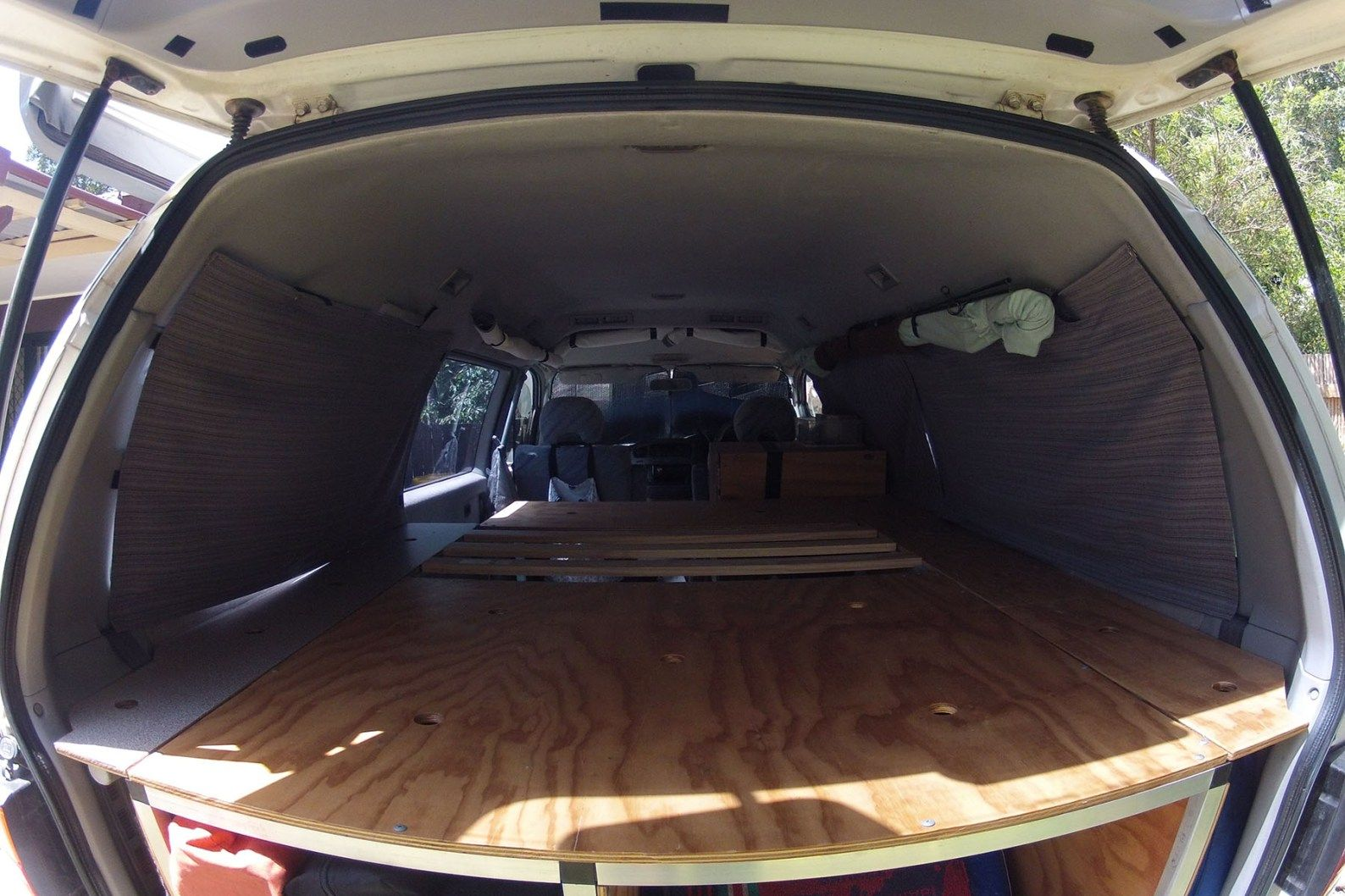 DIY blockout curtains for our Delica campervan