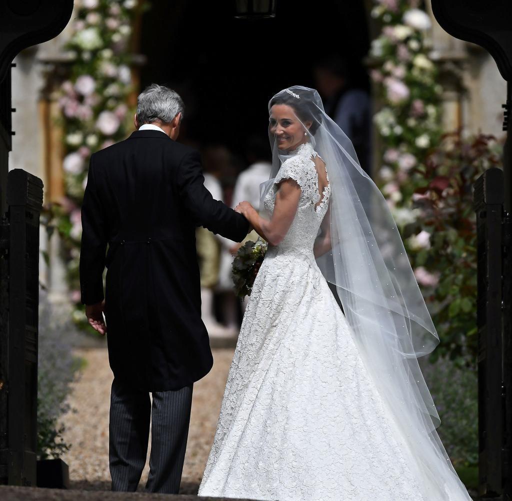 Pippa Middleton: Ihr Hochzeitskleid von Giles Deacon in der ...