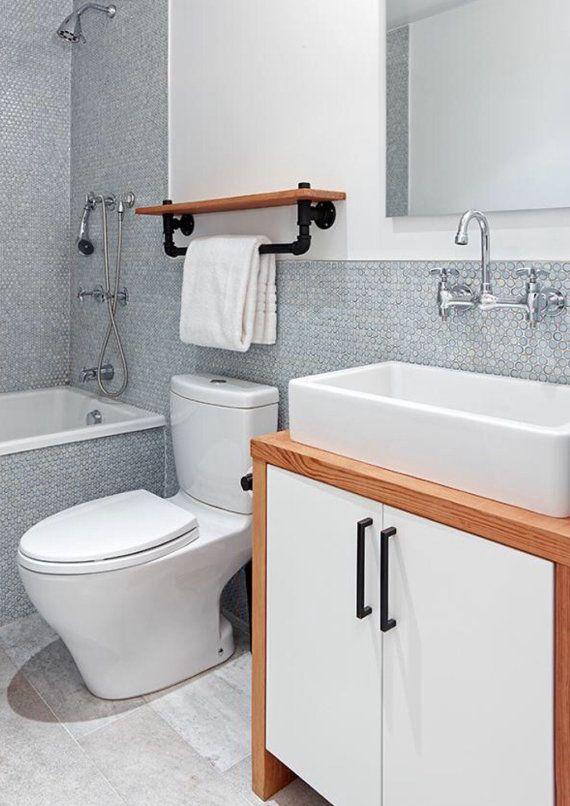 ON SALE Industrial towel rack shelf Rustic Bathroom Vêtements et