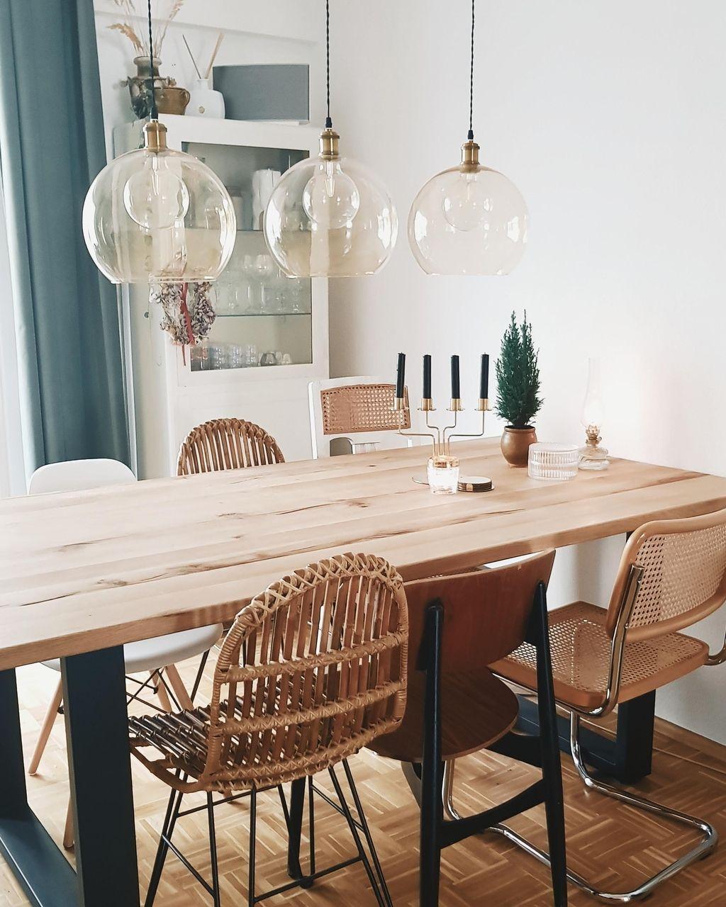 Das Esszimmer von c.arotter ist ein echter Hingucker! Der große Holztisch ist wie gemacht für eine Dinnerparty mit den Liebsten. #esszimmer #esstisch #COUCHstyle