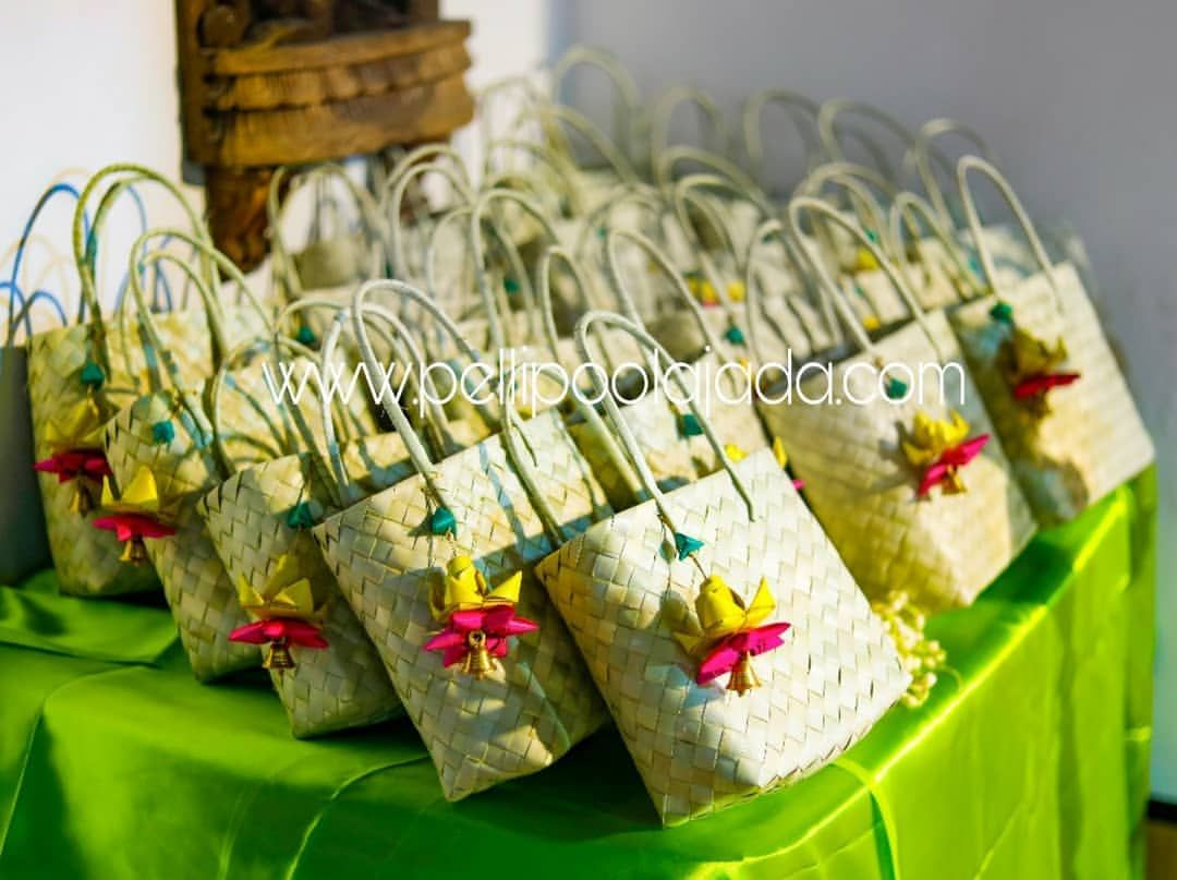 3 064 Likes 33 Comments Pelli Poola Jada Pellipoolajada On Instagram Return Gifts As Pal In 2020 Wedding Gifts Packaging Return Gifts Indian Wedding Gift Pack