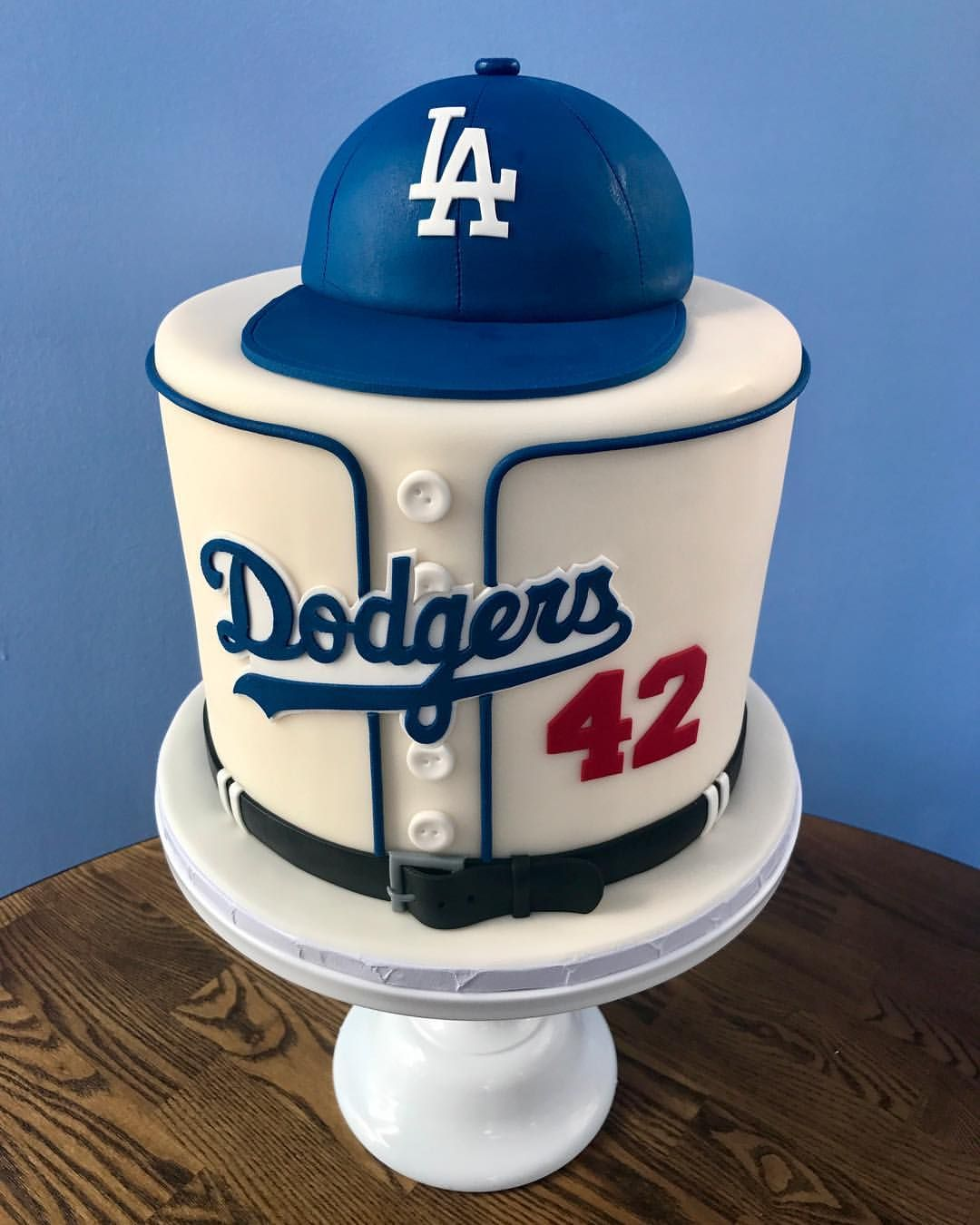 "Photo of Lauren Bren on Instagram: ""Let's goooooo Dodgers!!! ⚾️💙 (Yes, I do know that Jackie Robinson was on the Brooklyn team… 😂) #clientsgetwhatclientswant #groomscake #LA…"""