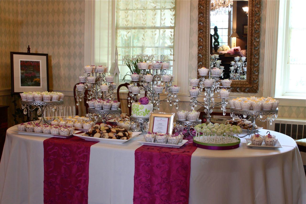 Wedding Cake Cupcake Ideas: Centerpiece/Buffet Decorating