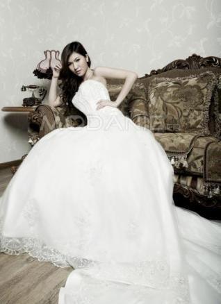 Empire robe de mariée romantique organza avec traîne cathédrale en dentelle et applique [#M1407166090] - modanie