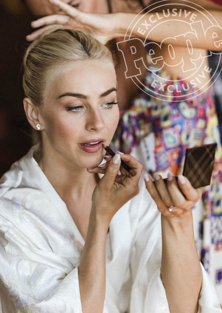Julianne Hough S Wedding Day Hair And Makeup All The Details Celebrity Wedding Makeup Amazing Wedding Makeup Gorgeous Wedding Makeup