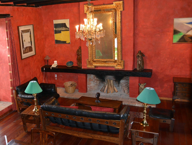 La Calidez Del Rojo Y Una Decoraci N De Gusto Exquisito Crean  # Muebles Petit San Cristobal