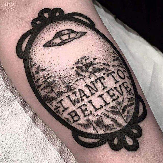 MIRROR, MIRROR - I WANT TO BELIEVE  Black ink on @pixel.squid by @sherlybird  #thexfilestattoos #iwanttobelieve #thetruthisoutthere #trustnoone #XFILES #tattoos #blackink