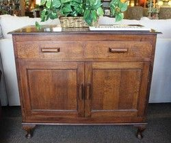 Small quarter sawn oak sideboard buffet with 1 drawer, 2 doors, curved legs.#Sideboard #Buffet #Small #QuarterSawnOak #Quarter #Sawn #Oak #CurvedLegs #Curved #StillGoode #SOLD