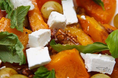 Kávé és Csokoládé: Sütőtök saláta szőlővel, dióval és fetával