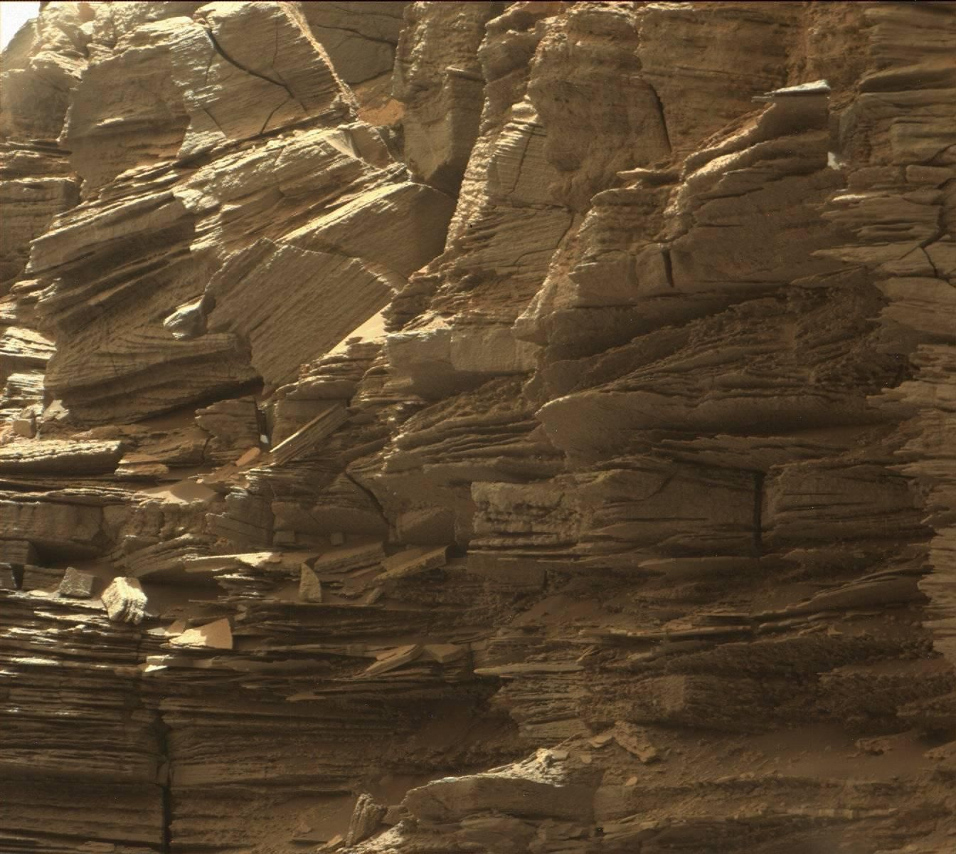 """This view from the Mast Camera (Mastcam) in NASA's Curiosity Mars rover shows finely layered rocks within the """"Murray Buttes"""" region on lower Mount Sharp.   Read more at: http://phys.org/news/2016-09-mars-rover-curiosity-views-spectacular.html#jCp"""