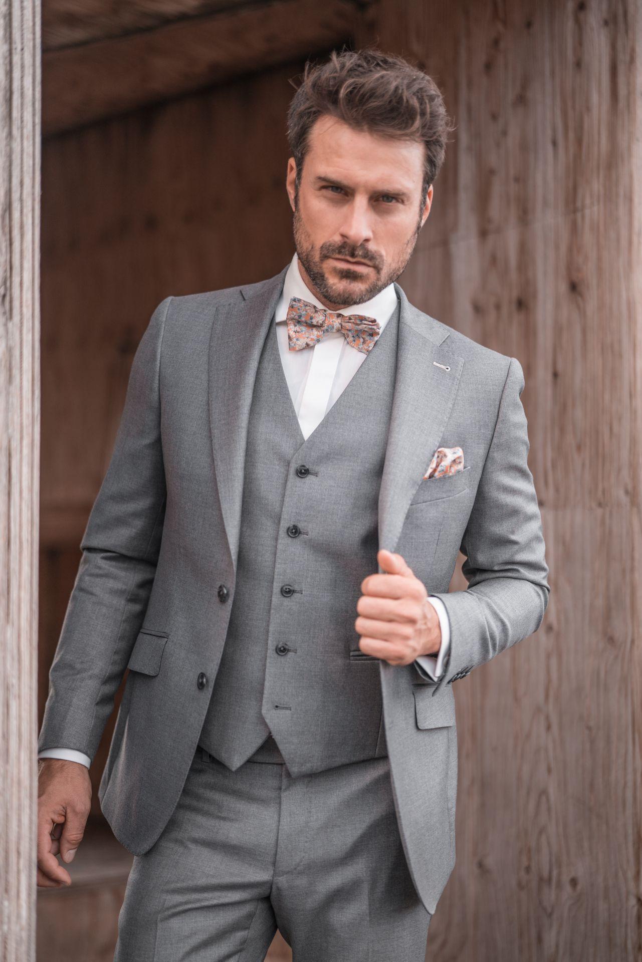 Hochwertige Hochzeitsanzuge Aus Monchengladbach Anzug Hochzeit Mann Anzug Hochzeit Grauer Anzug Hochzeit