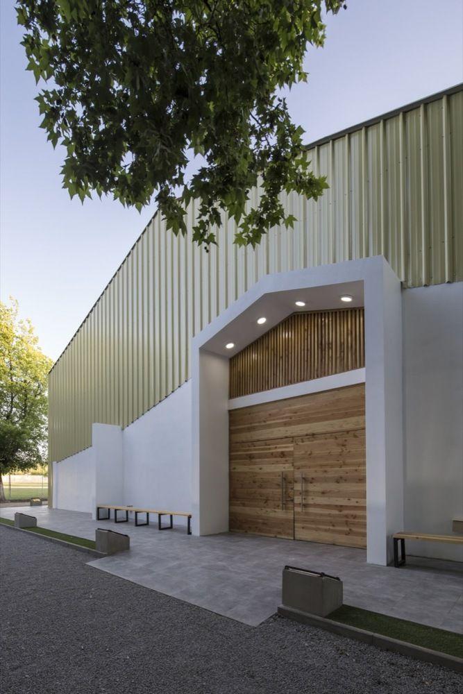 Galeria De Gimnasio Colegio Lonquen Comun Arquitectos 3 Garage Doors Building Outdoor Decor