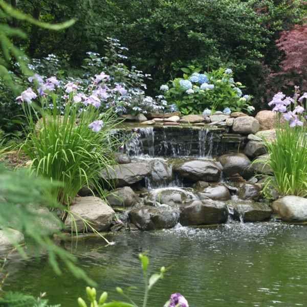 Wasserspiel im Garten mit Brunnen, Bach oder Wasserfall Garden - wohnideen und lifestyle