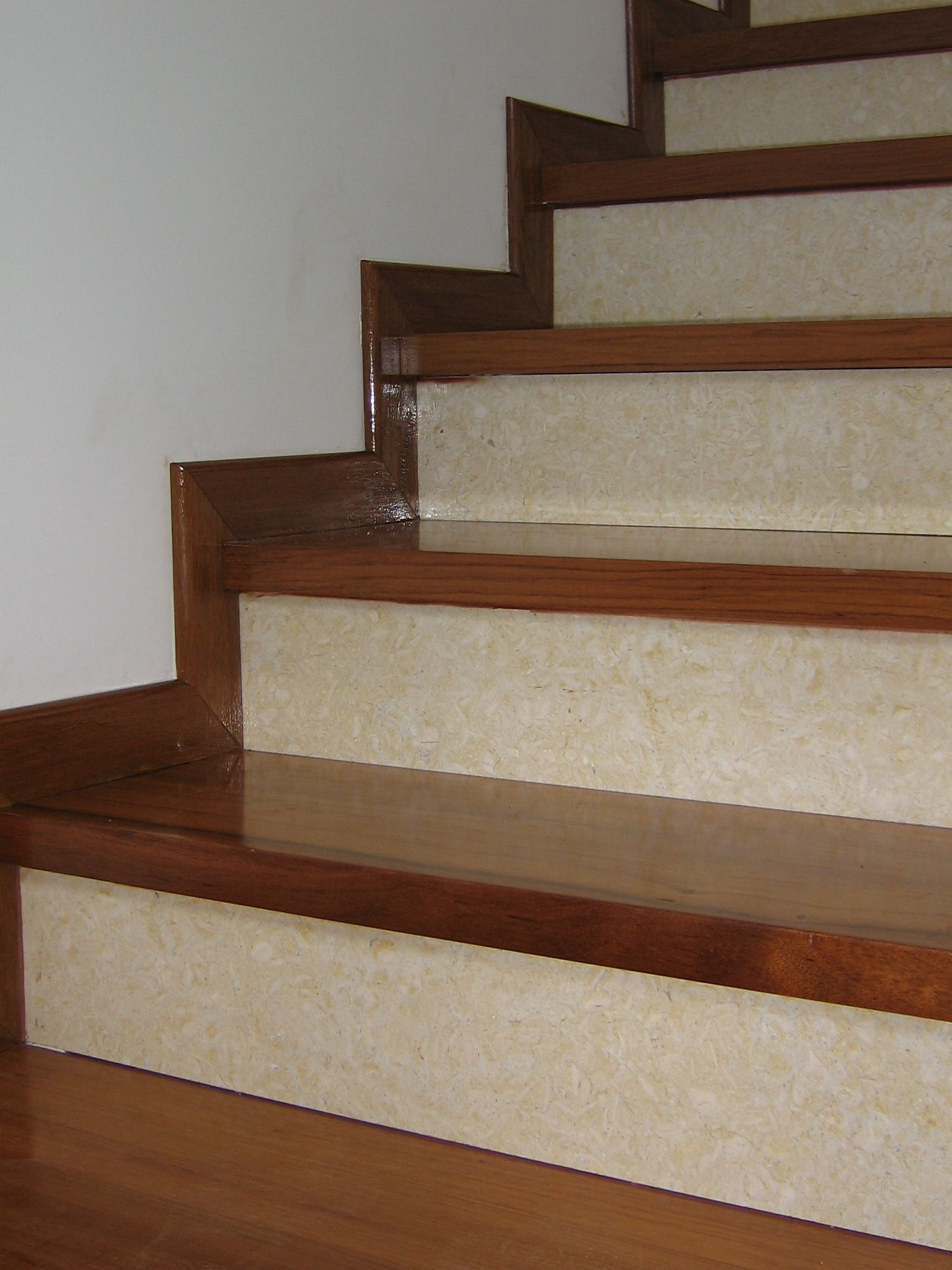 Huellas de escalera de madera buscar con google planos for Escalera de jardin de madera