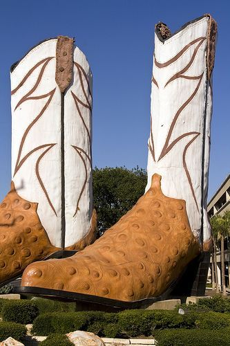 World's Largest Pair of Cowboy Boots, Giant Justins San