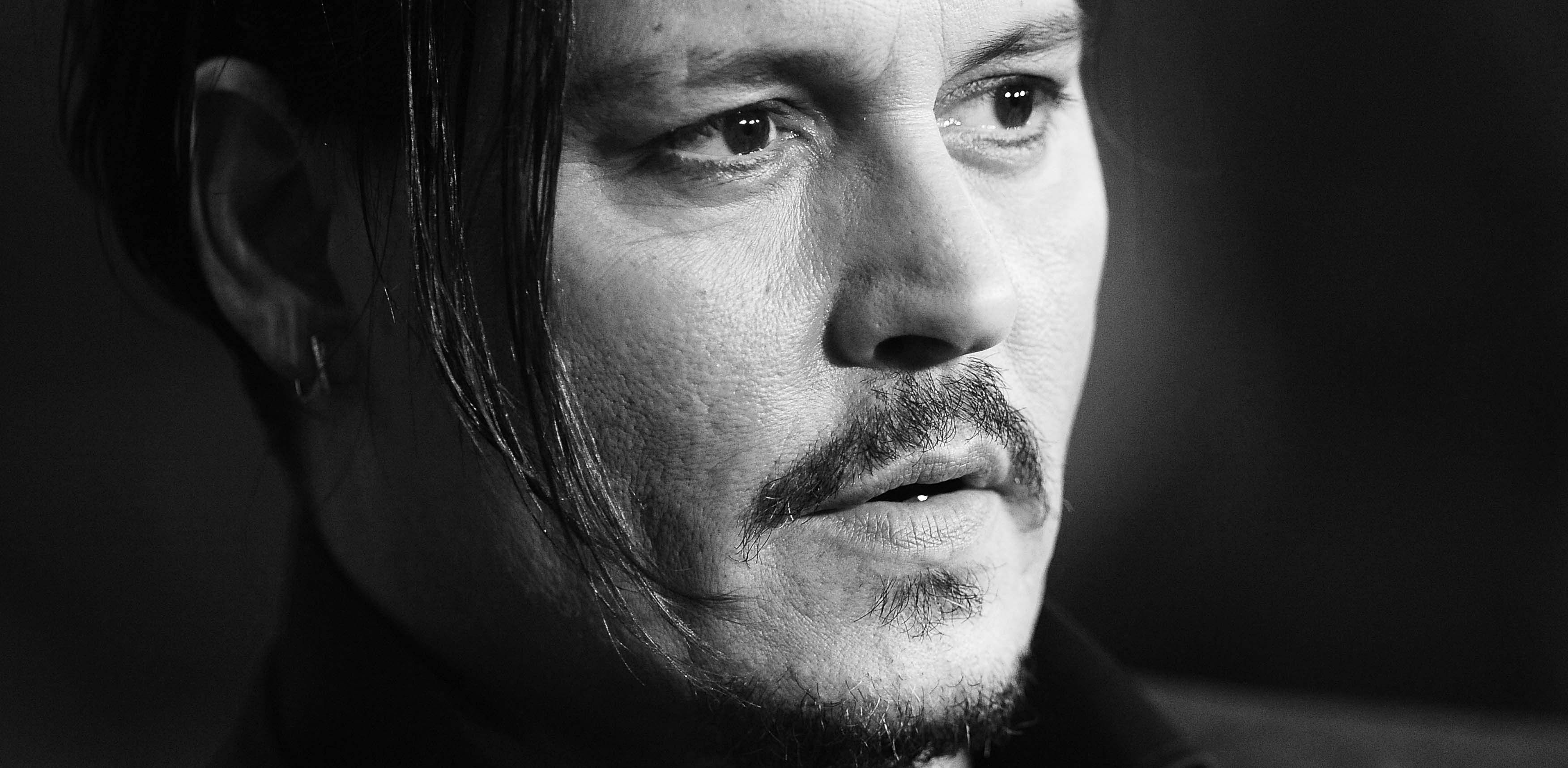 The ' Internet Movie Database for excellence, known by the acronym IMDb , revealed IMDb's Top 25 Stars of All Time , the list of 25 most popular stars of all time according to statistics of the portal and the charts that the site has produced over the years .  Leading the list is Johnny Depp : according IMDb he is the star most famous and ever clicked on the portal. Follow Brad Pitt , Angelina Jolie and Natalie Portman . Johnny Depp is the cinema in Black Mass , the last masterpiece of…