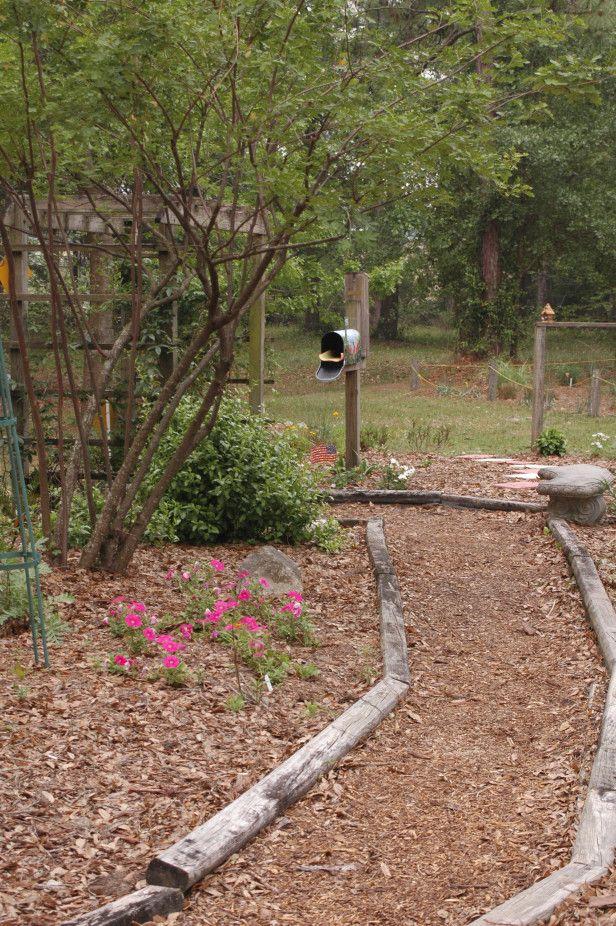 Cheap Walkway W/ Mulch/woodchips Or Crushed Stone