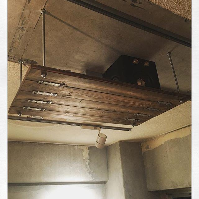 Scrap Build 天井にラック製作 Spf材をステイン塗装 エイジング