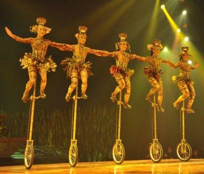 Cirque Du Soleil S Tall Unicycles Cirque Du Soleil Totem Cirque Du Soleil Cirque