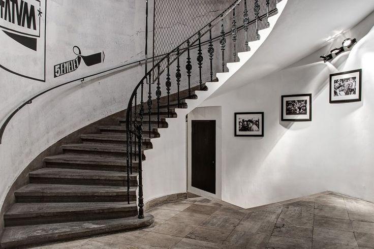 Je nach Bearbeitungsform können die Schiefer Treppen sehr modern wirken, allerdings auch eine Ausstrahlung haben, als seinen sie schon im alten Rom verbaut worden.   http://www.treppen-deutschland.com/schiefer-treppen-moderne-schiefer-treppen