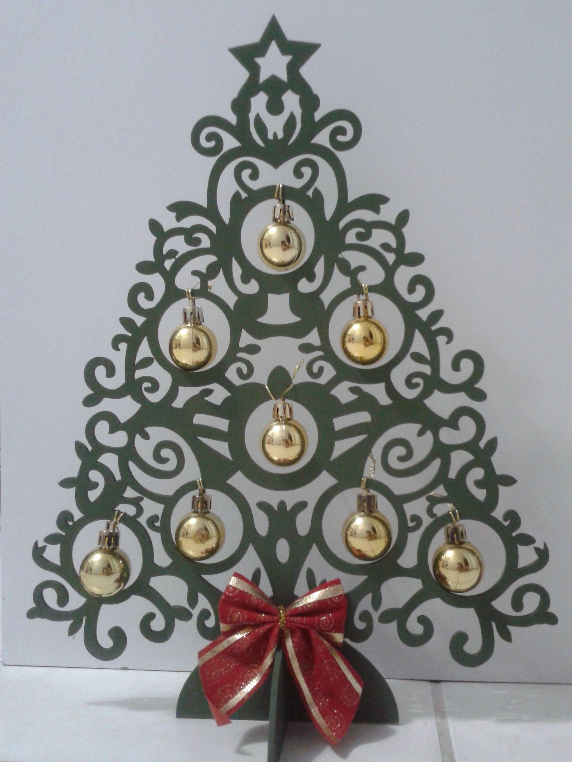 árvore De Natal Em Mdf Pintada E Decorada Para O Natal Feito Em