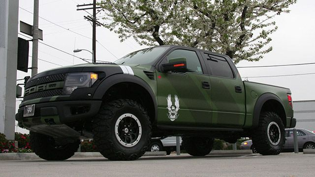 Microsoft Shows Off Custom Ford F 150 Svt Raptor Halo 4 Edition Lifted Ford Trucks Ford F150 Ford Raptor