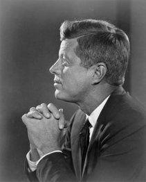 JFK praying
