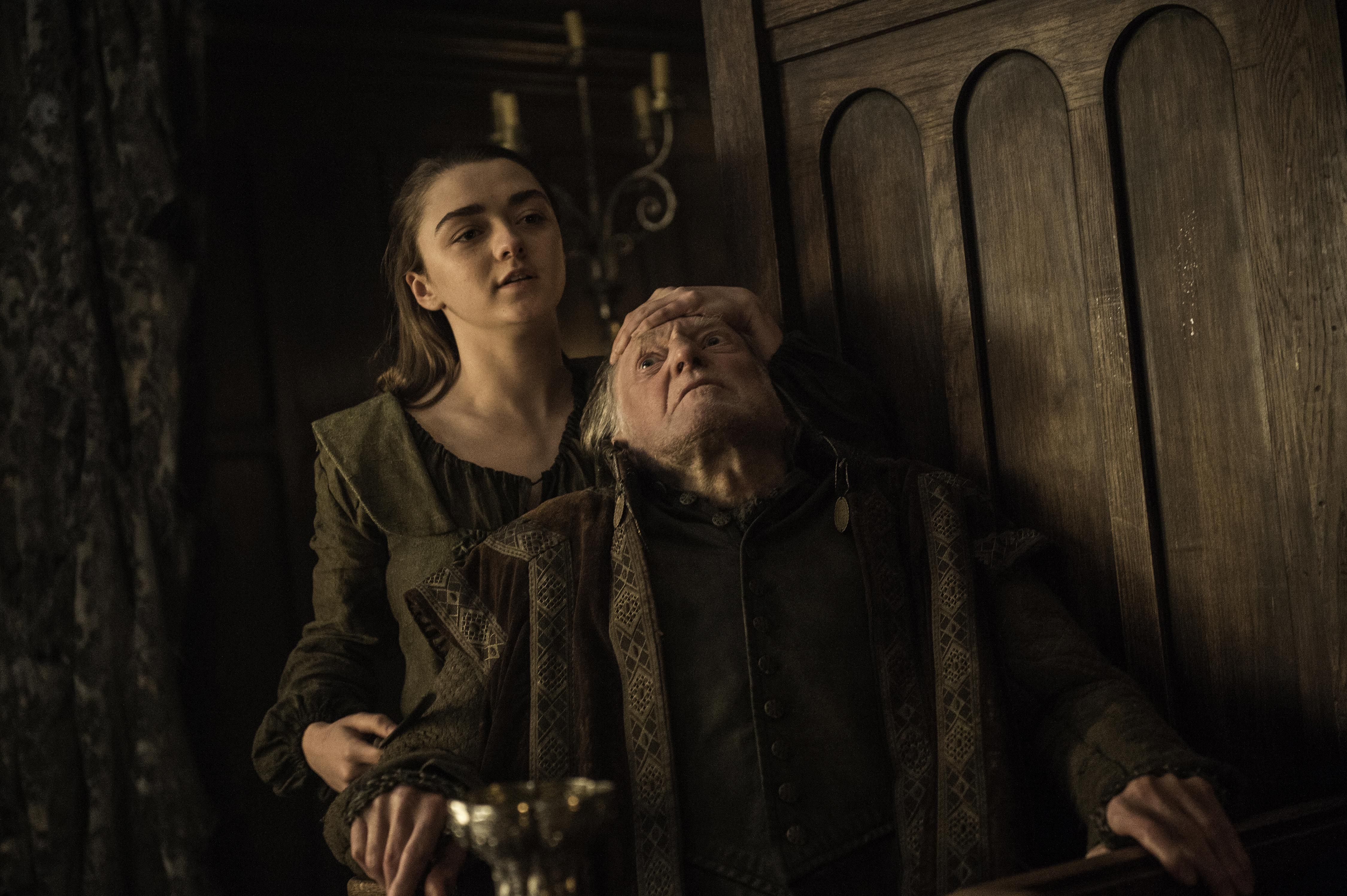 Pics Maisie Williams On The Season 7 Set Wearing A Very