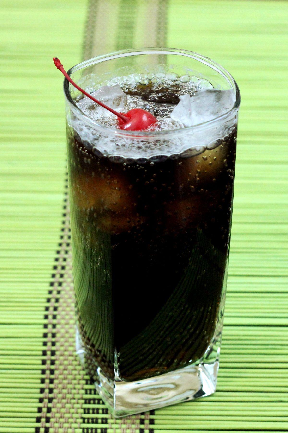 Joe Collins Cocktail | Collins cocktail, Collins drink ...