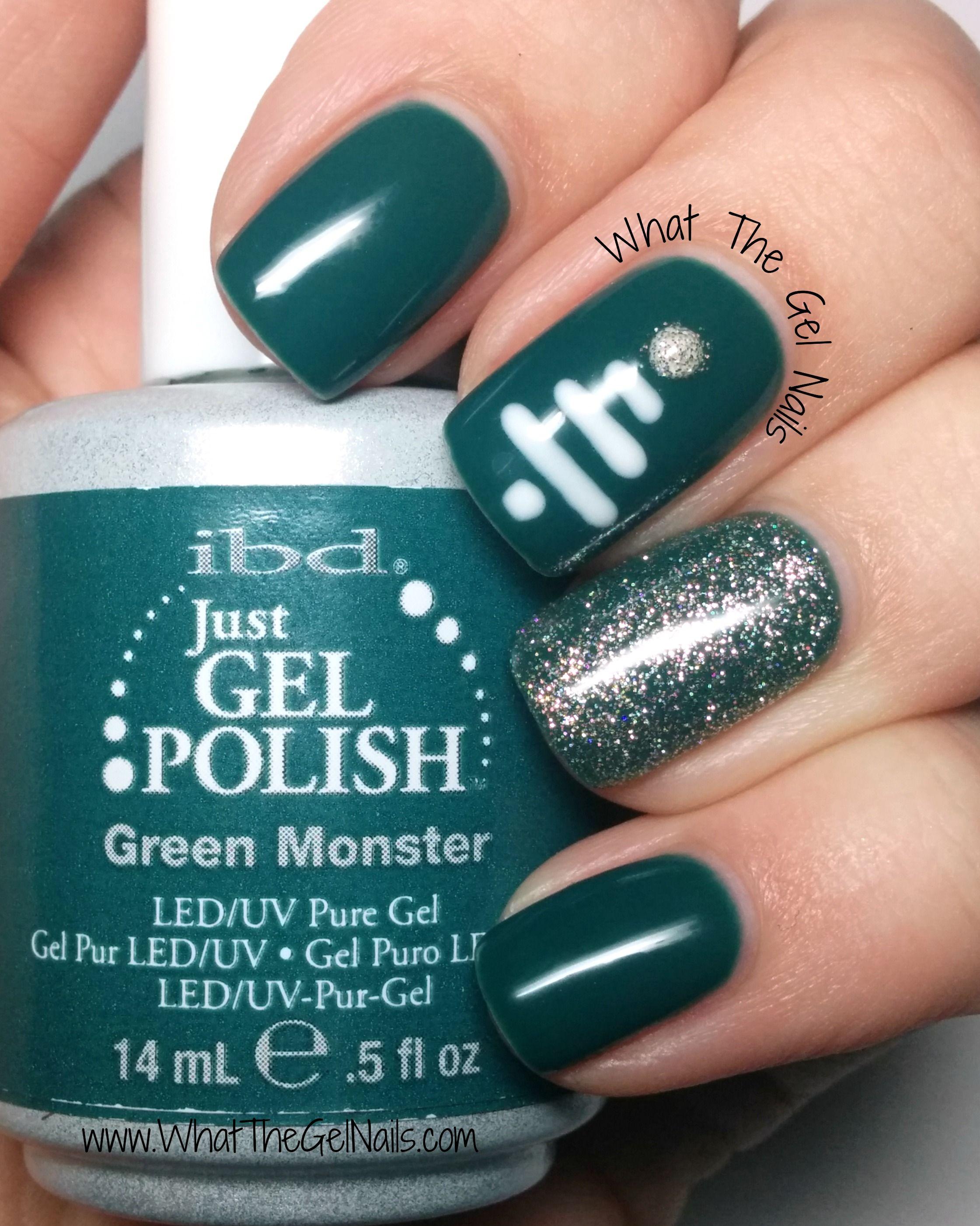 Cute Christmas Manicure Using Gel Polish Glitter Gel Polish Christmas Nails Simple Nails