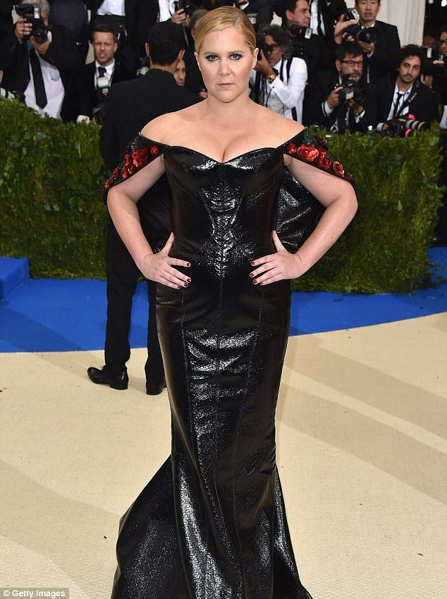 Amy Schumer shows cleavage in liquid black leather dress at Met Gala |  Black leather dresses, Amy schumer and Leather dresses