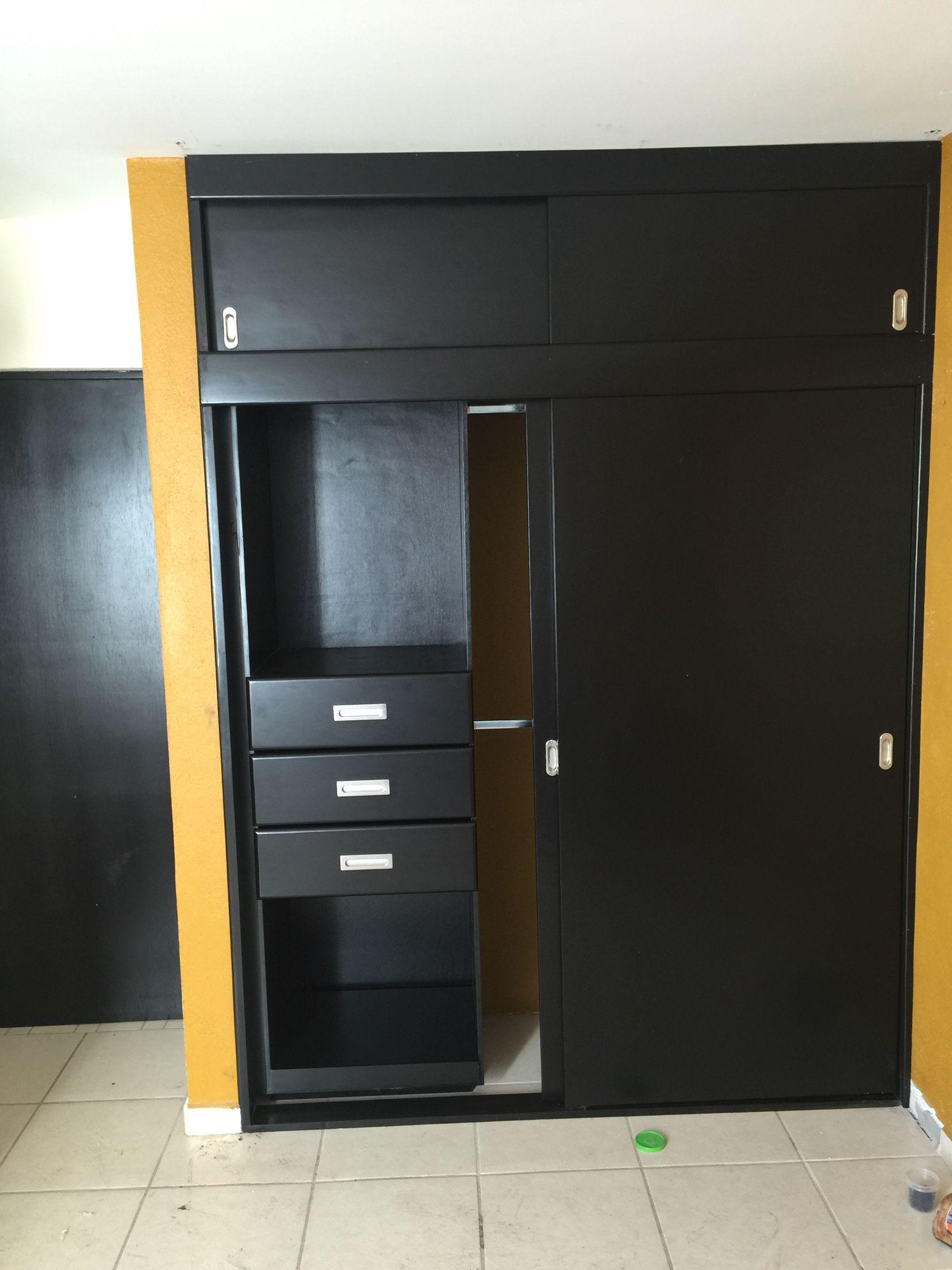 Closet Con Puertas Corredizas Color Chocolate Diseno De Armario Para Dormitorio Closet De Madera Modernos Diseno De Armario