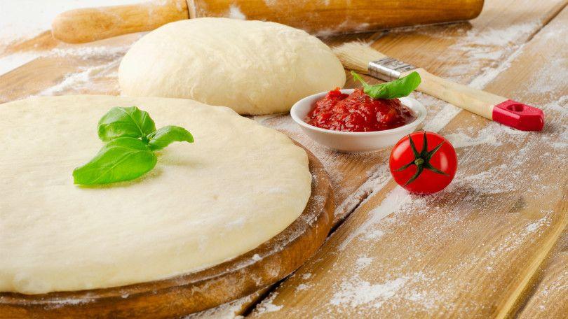 Você é celíaco ou conhece quem seja? Saiba que mesmo sem consumir glúten da para comer bem. Veja essa receita massa de pizza de mandioquinha e delicie-se.