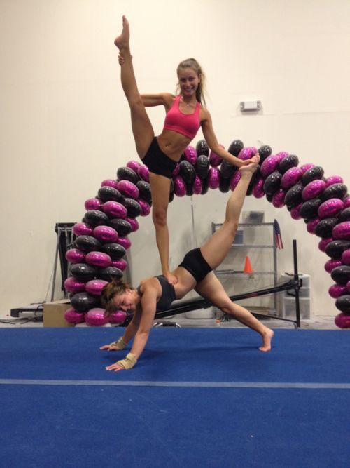 Cool Two Man Stunt Inci Akrobatik Partnerübungen Und Gymnastik