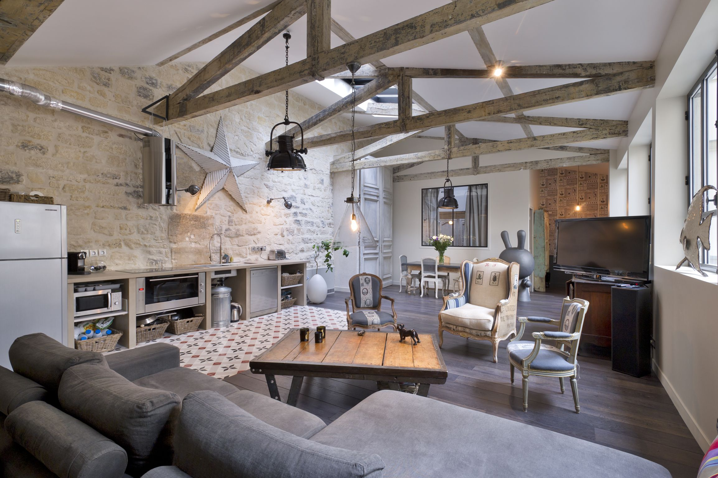 Eclectic Rustic Industrial Loft In Paris Love The Grey Couch,