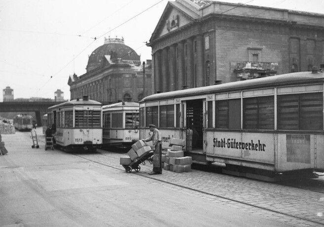 Berlin Museumsinsel Die Strassen Bahn Ubernimmt Den Guterverkehr 1944 Berlin Strassenbahn Strassenbahn Berlin
