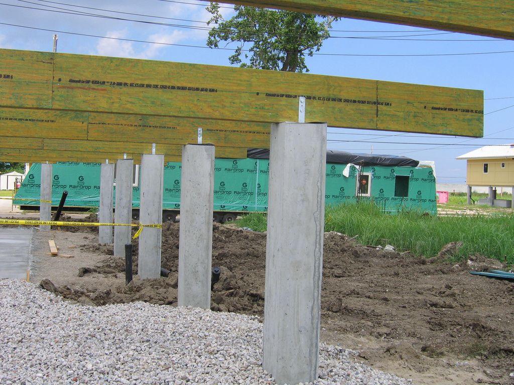 Building a floor on pilars concrete column forms for Concrete pillars for foundation