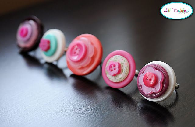 Super cute button rings for children  DIY. Fun craft and homemade gift idea. Great for party favors too. :)