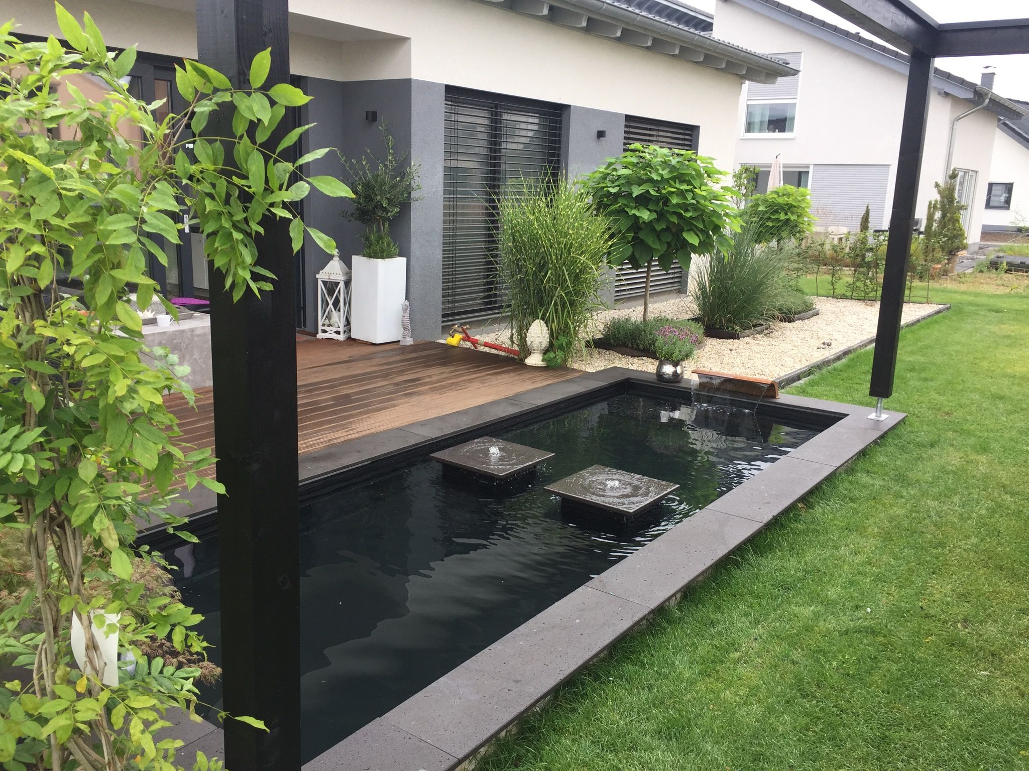 pool moderner teich loxone smart home wasser im garten. Black Bedroom Furniture Sets. Home Design Ideas