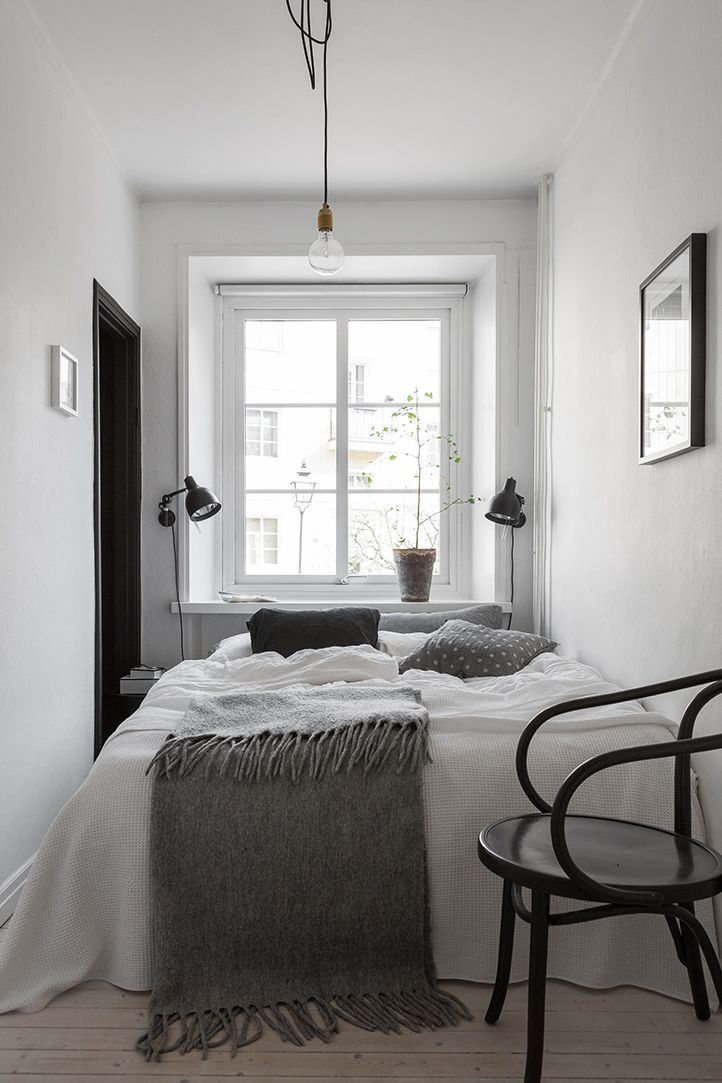 Black paint for extra dimension - via cocolapinedesign - schlafzimmer weiß grau