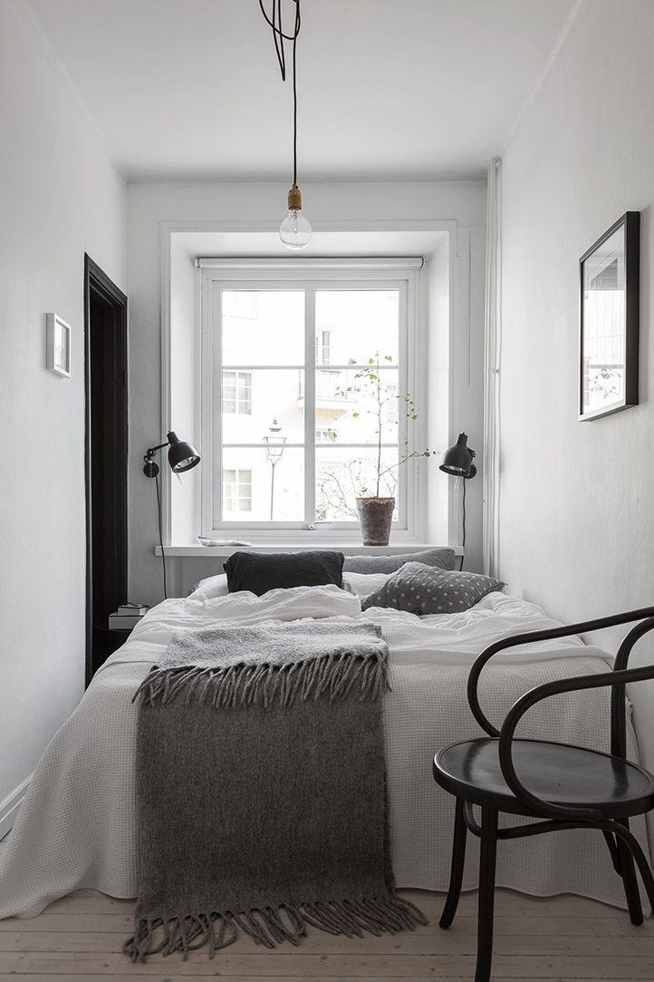 ein zimmer ein bett zwei farben schwarz wei - Schone Schwarz Weis Schlafzimmer Inspiration Design Und Ideen